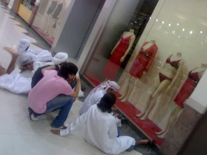 http://www.haihuoc.com/wp-content/uploads/2011/03/sex-starved-muslim-men1.jpg